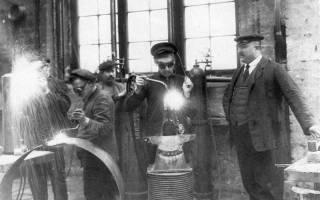 Когда появился первый сварочный аппарат